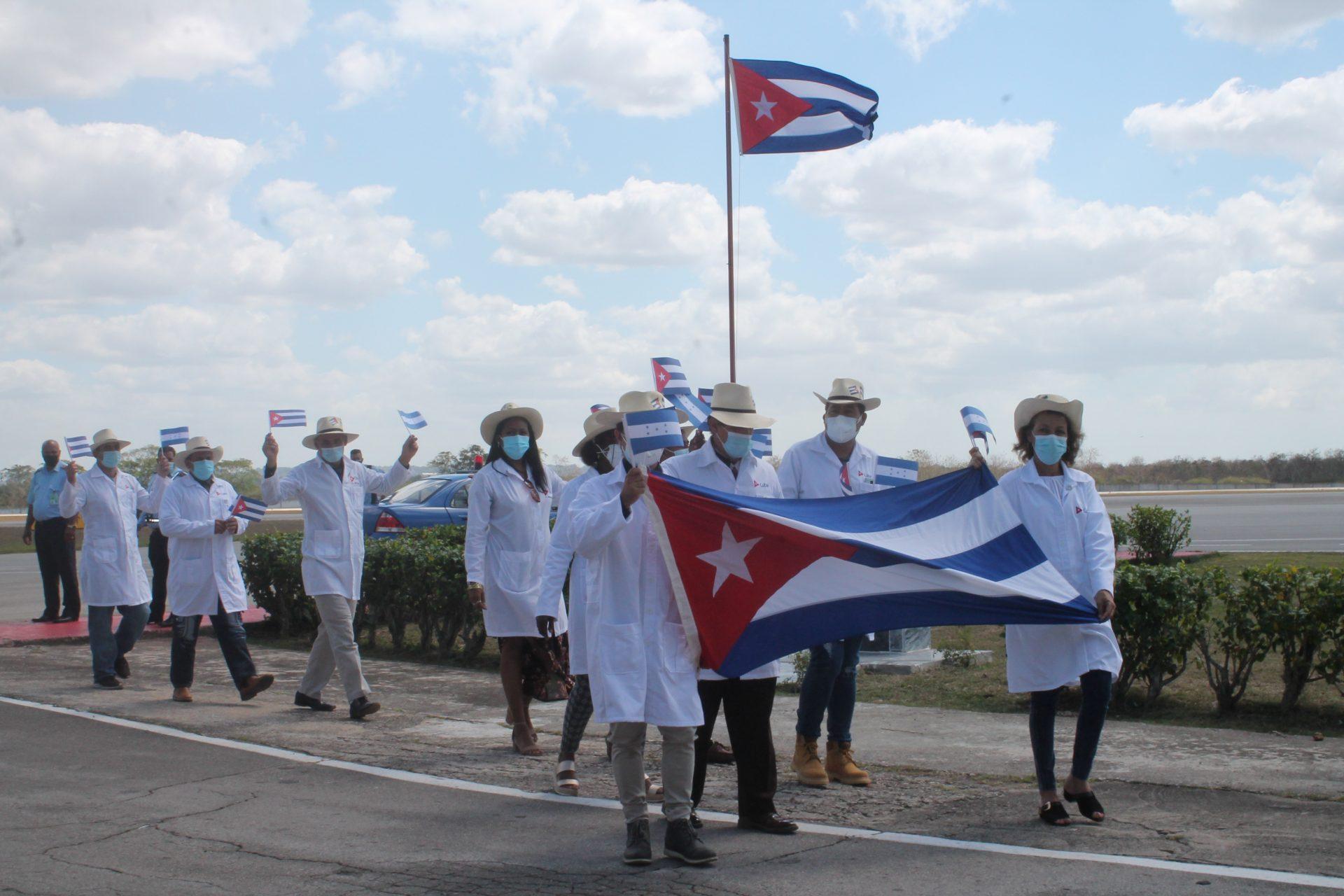 Regresa a Cuba brigada médica que asistió a damnificados de tormentas tropicales en Honduras (+ Foto)